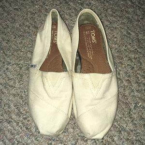 Cream colored toms